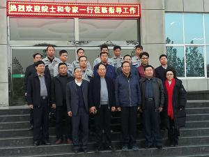 Academicians and experts from the Academy of Engineering visit and guide