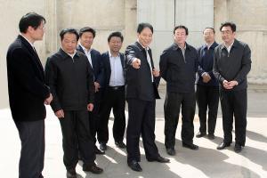 Guo Gengmao, former governor of Yungchang Group, was accompanied by Guo Yingguang, Secretary of the Municipal Party Committee and Zhu Yanzhi, Secretary of the county Party Committee.